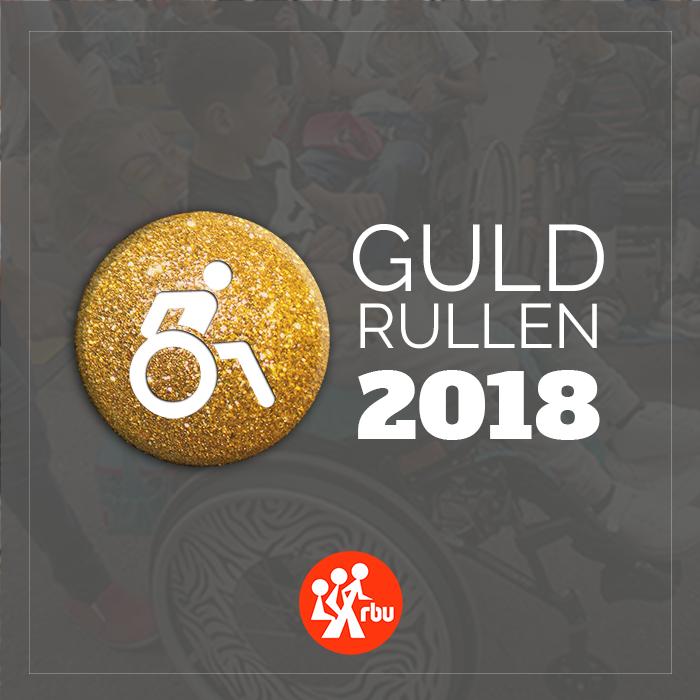 Texten Guldrullen 2018 med rullstolsikon på guldknapp samt RBU:s logotyp