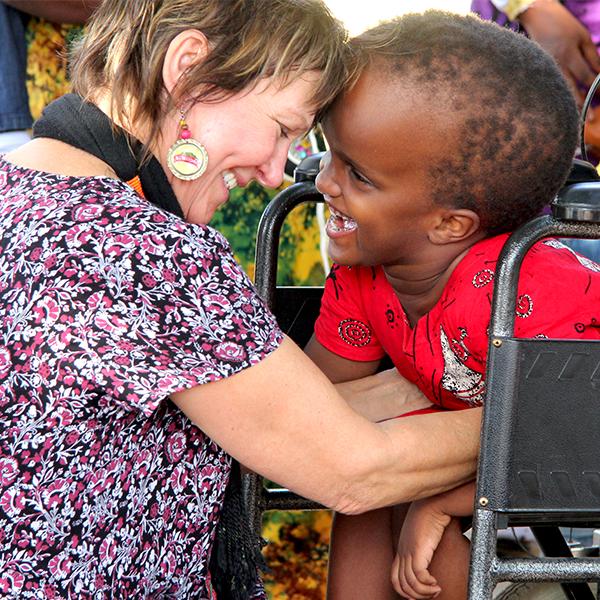 Liiso Åkerberg tillsammans med Daniella, 6 år